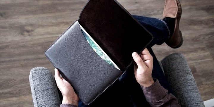 Bolsa para iPad 10.5 com aba - Natural - Couro Suave
