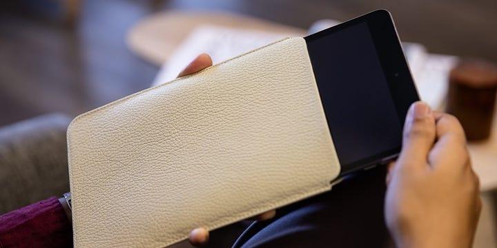 Capa protetora para iPad Mini - Off-White - Couro Granulado