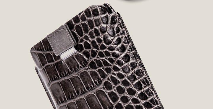 Capa com aba para iPhone 11 Pro - Cinza - Couro de Bezerro - Estilo Crocodilo
