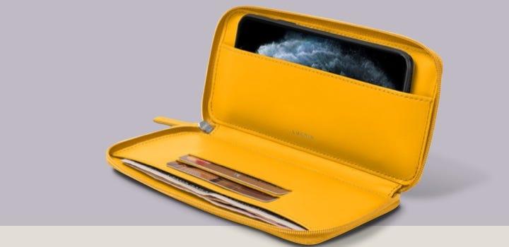 Carteira com Fecho para iPhone 11 - Amarelo Sol - Couro Suave