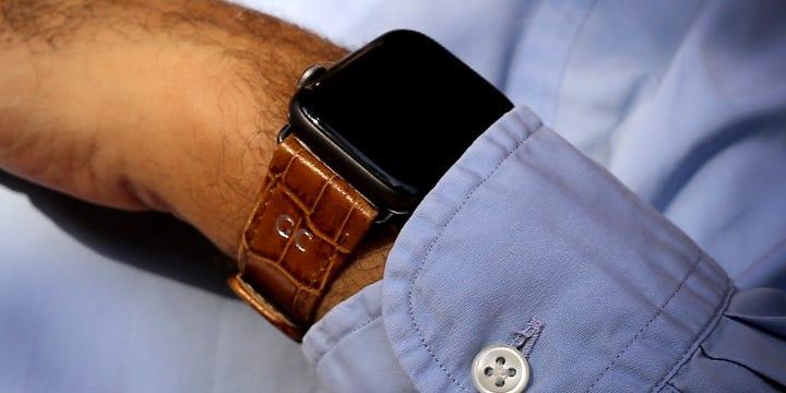 Bracelete para relógio Apple Watch Series 5 Classic - (44 mm) - Camel - Couro de Bezerro - Estilo Crocodilo